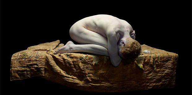 aufmacher_michael-curled-with-white-mouse-2010
