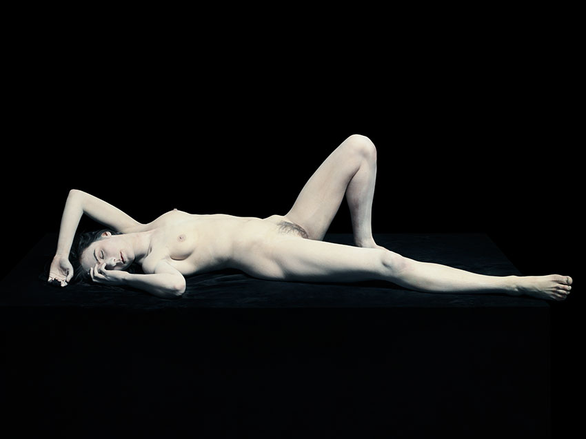 stella-lying-with-knee-up-2012-correct-crop-nk-this-is-final