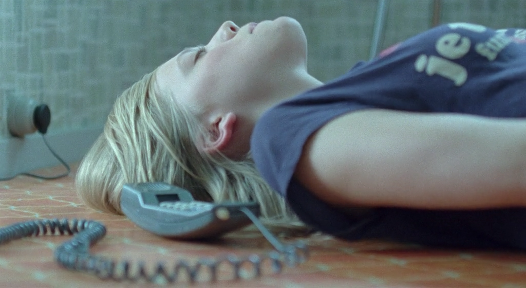 Alma befriedigt sich selbst mit Telefonsex | © 2012 - New Yorker Films