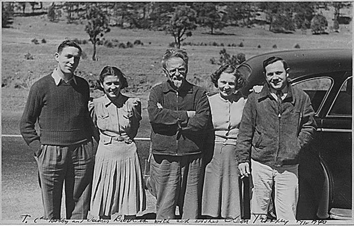 Leo Trotzki mit Harry De Boer, James H. Bartlett und deren Frauen 1940 in Mexico