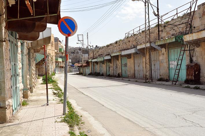 Die Siedlungspolitik befeuert den Konflikt, wie hier in derGeisterstadt Hebron. Der ehemalige Markt besteht nun aus leeren Straßen, wo einst arabische Lebendigkeit herrschte | Foto: Thomas Hummitzsch