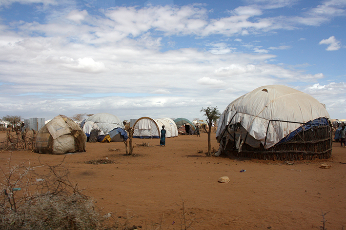 Refugee_shelters_in_the_Dadaab_camp,_northern_Kenya,_July_2011_(5961213058)