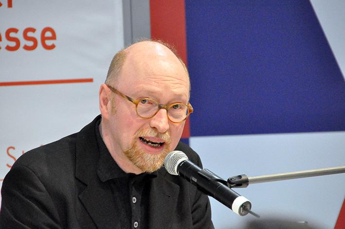 Burkhardt Spinnen hält seine Laudatio auf die Preisträger des Kurt Wolff Preises 2017