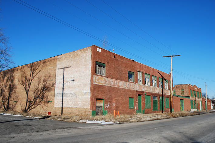 Superior Beverage Co at 21st Ave Gary, Indiana | Lotzman Katzman (CC BY 2.0)