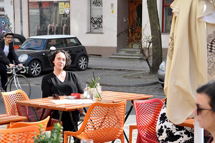 Lucy Fricke in ihrem Kiez in Berlin-Kreuzberg | Foto: Thomas Hummitzsch